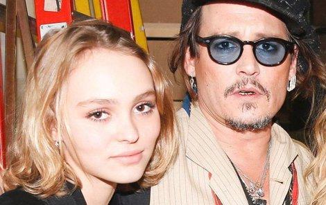 Dcera Johnnyho Deppa se rvala v bahně.
