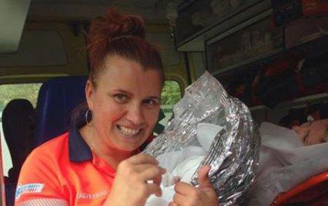 Hodonínská záchranářka Jitka Jágerová (44) pomohla po 9. hodině na svět Matějovi v Hodoníně.
