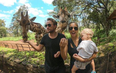 Kamila a Ondřej se synem v Keni