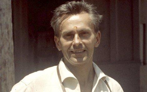 1969 Zikmund  se svým fotoaparátem.