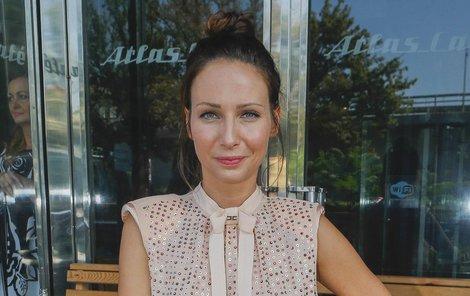 Herečka se opět představí jako Magdalena Škvorová.