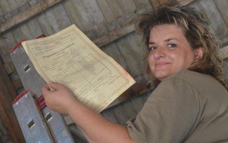 Hana Moravcová říká, že na půdě mezi nepořádkem nalezené vysvědčení málem skončilo mezi vyhozeným odpadem.