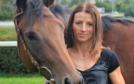 Žokejka Martina Havelková (33) o dřině ve stájích i rivalitě mezi jezdci...