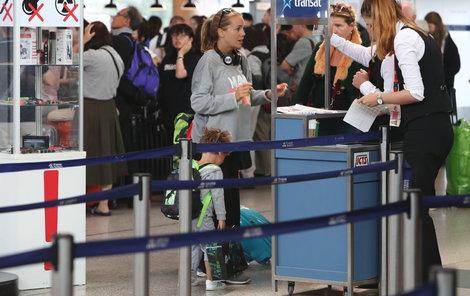 Kdy zpěvačku přivítáme na pražském letišti?