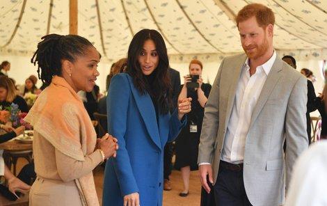 Vévodkyně Meghan s maminkou Doriou a svým manželem Harrym