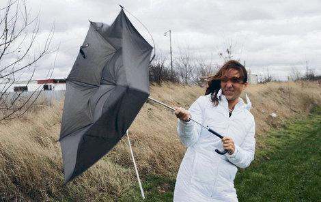 Meteorologové varovali před vichřicí v nížinách.