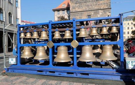 Zvonohra, která přijela zahrát Marii k 500. narozeninám, váží neuvěřitelných 12000 kg. Na délku má 10,2 metru, je téměř 4 metry vysoká a 2,5 metru široká.