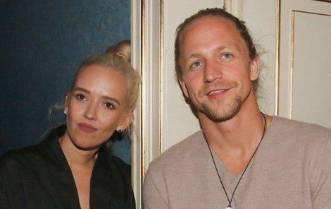 Tomáš Klus s manželkou.