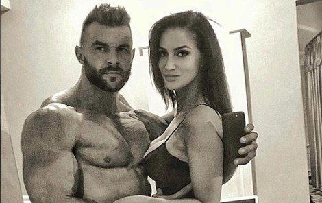 Na první pohled krásná fotka dvou mladých sexy lidí...