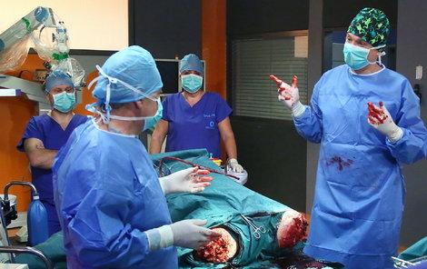 Měcháček coby doktor Adam a ostatní herci byli v šoku.