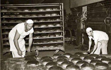 Pečení chleba u Odkolka.
