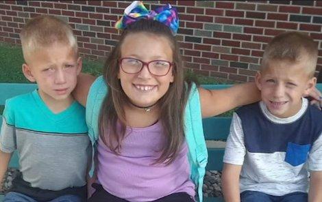 Tři mrtví sourozenci na zastávce školního autobusu