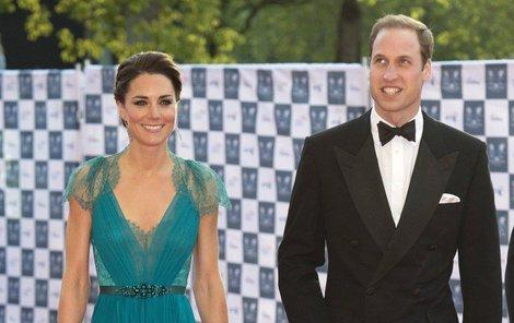 Vévodkyně Kate v šatech Jenny Packham v roce 2012.