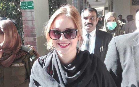 Terezu v Pákistánu nic nerozhodí: Další odročení kvitovala s úsměvem