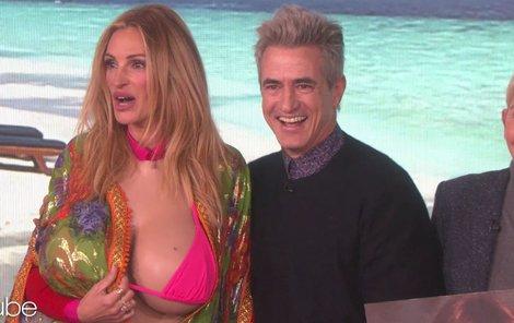 Julia má díky Ellen nová prsa.