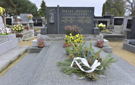 Rodinný hrob, kde je Jana Š. (†58) uložena.