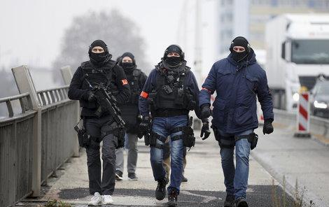 Hlídky v ulicích Štrasburku po střelbě na vánočních trzích (12.12 2018)