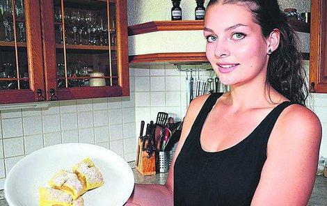 Lucie Rousová (19) ukazuje upečené chodské maltošny.