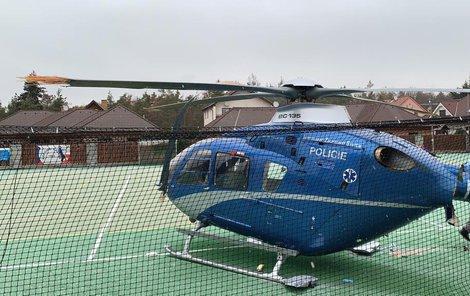 Havarovaný vrtulník ve Staré Huti u Dobříše