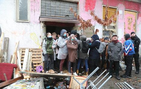 Aktivisté vstup na Kliniku zablokovali.