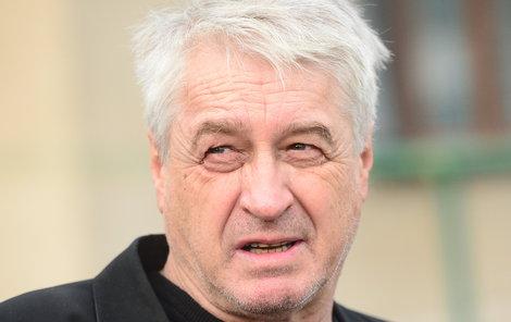 Josef Rychtář se z líčení omluvil.