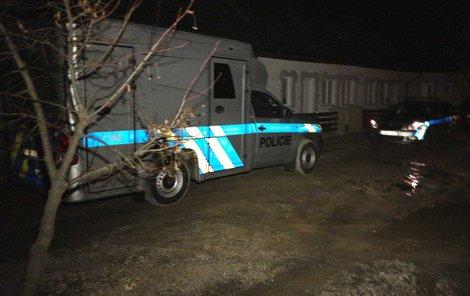 Policisté v úterý 15. ledna večer ve Vojkovicích hledali vražednou zbraň.