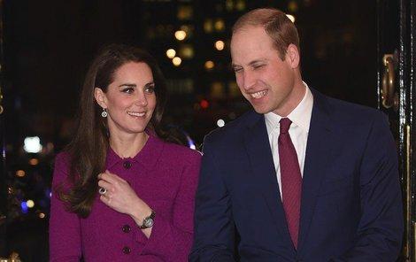 Kate Middleton ve fialovém kostýmku v roce 2017
