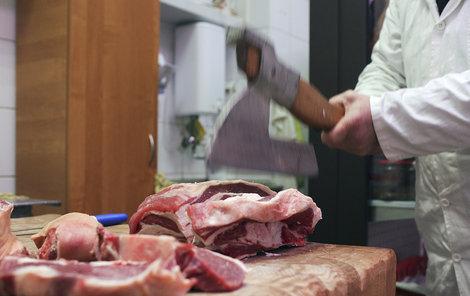 Slovensko dovezlo až 600 kilogramů masa z jatek v Polsku, kde se porážely nemocné krávy.