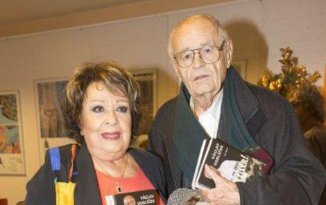V červnu ještě pokřtil knihu s Jiřinou Bohdalovou.