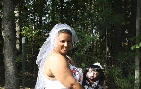 Felicity a Kelly na své svatbě