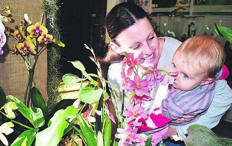 Krásu rostlin z deštných pralesů obdivovala i Lucie Beňadiková z Českých Budějovic, která se na výstavu vydala s dcerkou Aničkou.