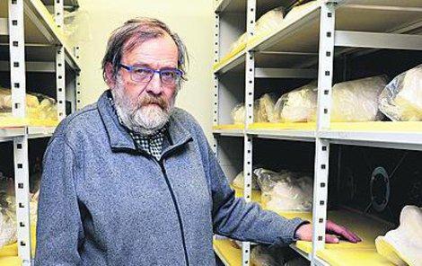 Depozitář Národního muzea patří mezi nejlépe vybavené v Evropě, i antropolog Kuželka je na něj náležitě hrdý.
