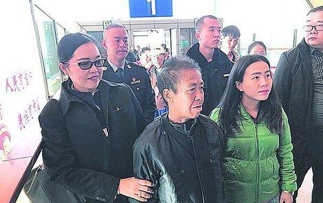 Thajka se loni v červnu vydala za synem: Došla až do Číny