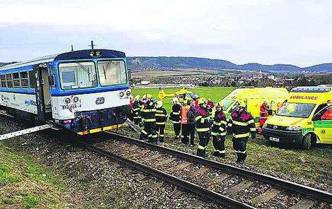Na místě  nehody zasahovali hasiči a záchranka.