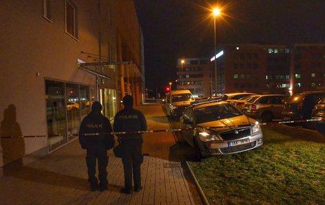 K otřesnému případu vyjížděli v pondělí v noci záchranáři s policisty. Pravděpodobně 27letý muž na Chodově ubodal batole nožem.