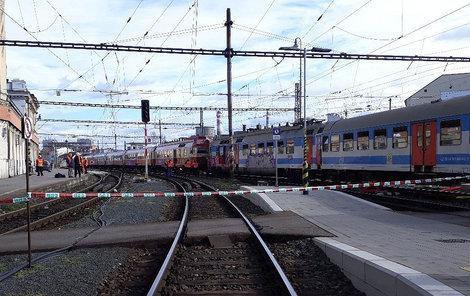 Osobní vlak z Letovic do Brna a vlak, který z Brna vyjížděl do Březové nad Svitavou, jely v úterý ráno po jedné koleji a srazily se. Zranilo se 21 lidí.