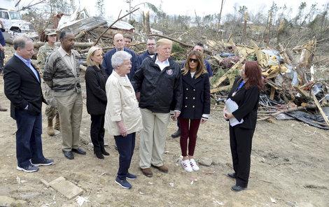 Donald Trump s manželkou v Alabamě. Byla to dvojnice?