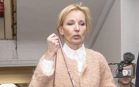 V takovém rozpoložení prchala Petra Paroubková ze soudní síně.