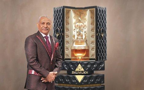 Prezentace odpovídala duchu firmy i samotného parfému. Luxusní obal skrývá celkem tři litry parfému.