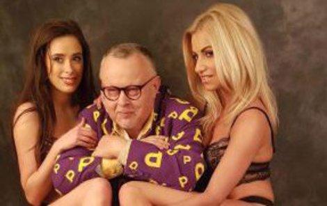 Petr Pečený po boku krásných dívek.