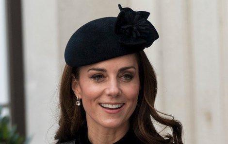 Odzbrojující úsměvem,  britské vévodkyně Kate.