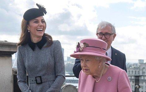 Královna s vévodkyní Kate