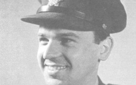 Milan Píka jako mladý příslušník armády.