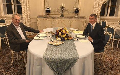 Premiér a prezident na Jezerku prý nedorazí.