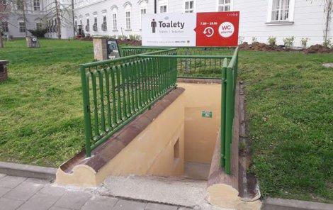 Veřejné toalety v Rooseveltově ulici v samotném centru Brna.