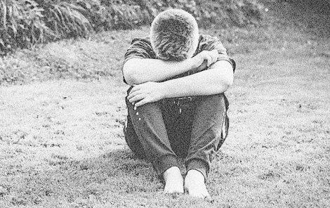 Muž lákal chlapce na chatu a pak je zneužil.