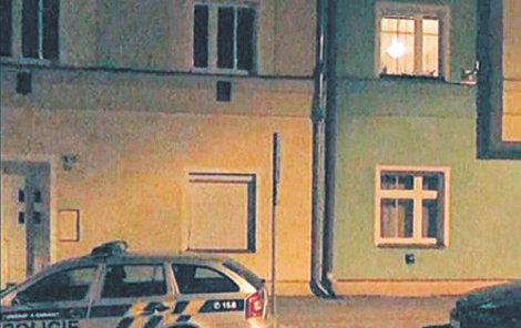 Dům, kde ve čtvrtek v noci zasahovala policie.