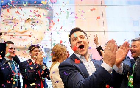 V ukrajinských volbách triumfoval herec Zelenskyj