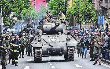 Plzeňský konvoj Slavností svobody byl i splněným přáním válečného veterána George Thompsona (95).