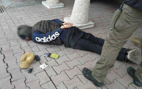 Konec. Policejní zásahovka zatkla zloděje koncem března v Brně.